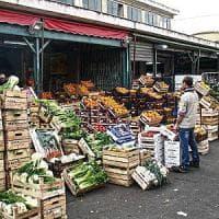 Cambiano gli orari al mercato ortofrutticolo, tir in rivolta: stamattina niente frutta e verdura