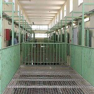 """Trapani, spunta un telefonino in carcere. Il detenuto: """"L'ho trovato nel bagno del tribunale"""""""