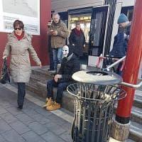 Palermo: con maschera e valigetta alla fermata del tram, scatta allarme