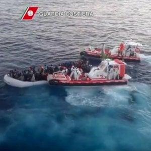 Migranti: recuperate in mare 125 persone, altre 285 sono sbarcate a Messina