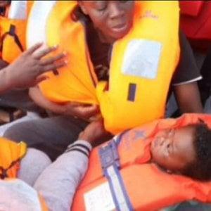 Sbarchi a raffica in Sicilia nelle ultime 24 ore, la Libia ferma i primi migranti