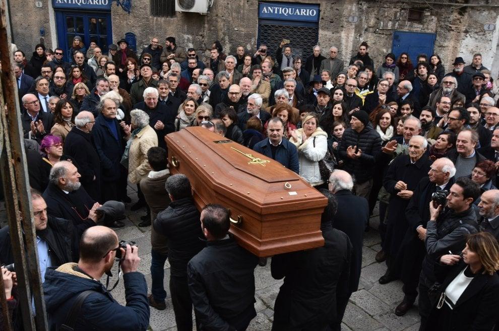 Palermo: l'ultimo saluto a Nino Buttitta, in chiesa anche Giuseppe Tornatore