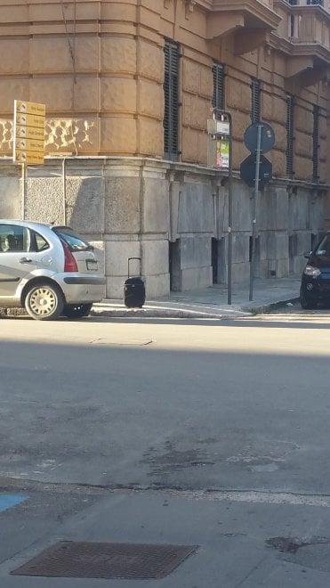 Palermo: chiusa via Stabile per un trolley abbandonato, era un falso allarme