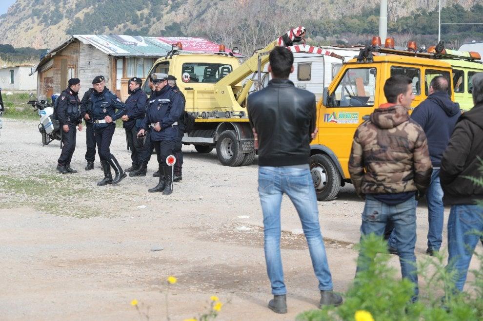 Palermo: carabinieri e vigili urbani al campo nomadi, controlli anti clandestini