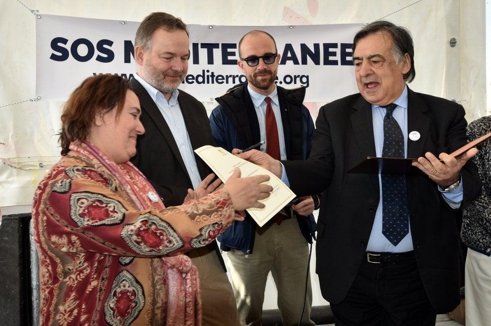"""Migranti: Pennac a Palermo sull'Aquarius, """"Sono capro espiatorio dell'Europa"""""""