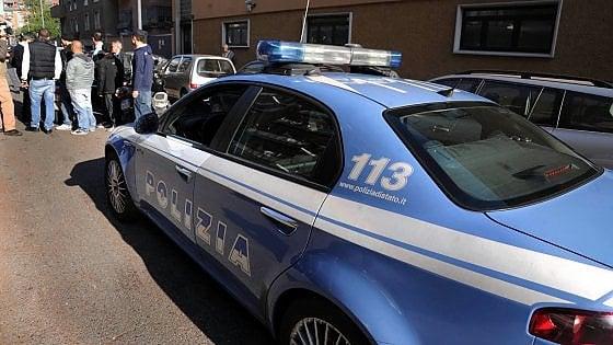 Minaccia con una pistola la moglie e poi gli agenti accorsi: arrestato un pregiudicato