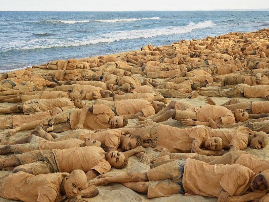 I corpi dei migranti negli scatti del cinese Bolìn