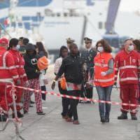 Palermo: dalla Siem Pilot sbarcano mille migranti, anche un neonato