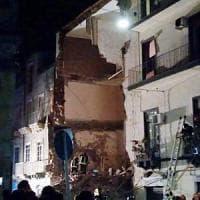 Catania, palazzina di 3 piani crolla dopo esplosione: una vittima, grave