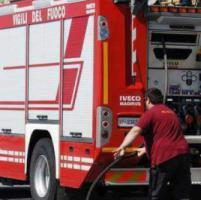 Palermo, non inserisce il freno a mano: auto scivola in mare