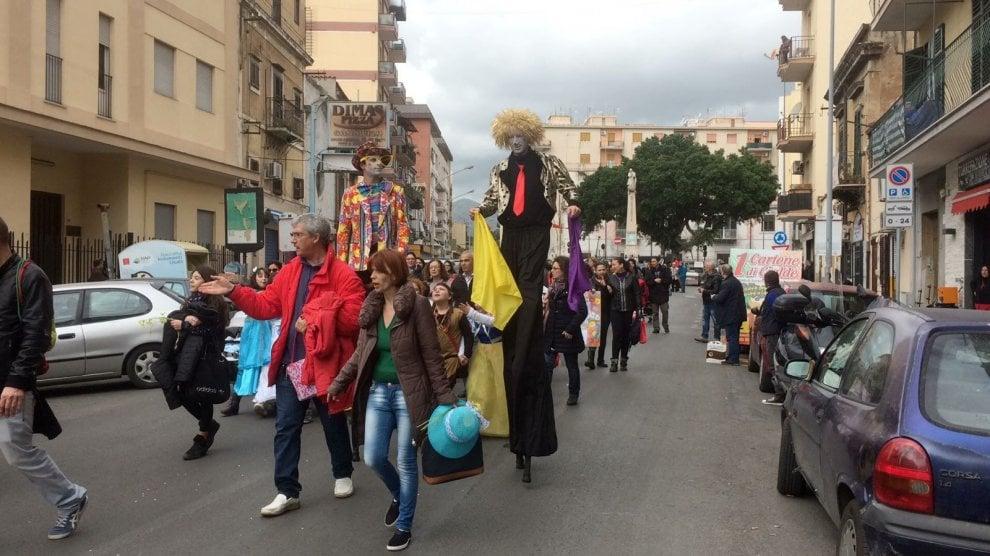 Palermo: il carnevale colorato dei ragazzi della Noce