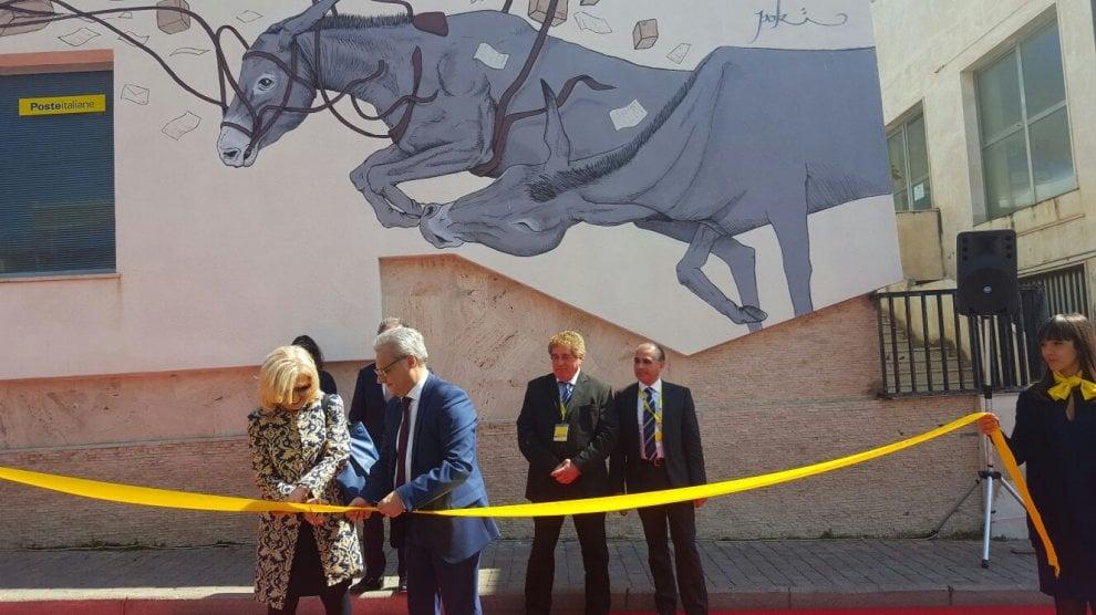 Pantelleria: un murales colora l'ufficio postale
