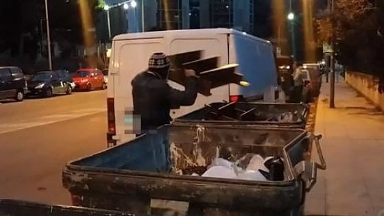 Palermo, vigili detective: boom di multe a chi sporca. I video in esclusiva di chi deturpa la città
