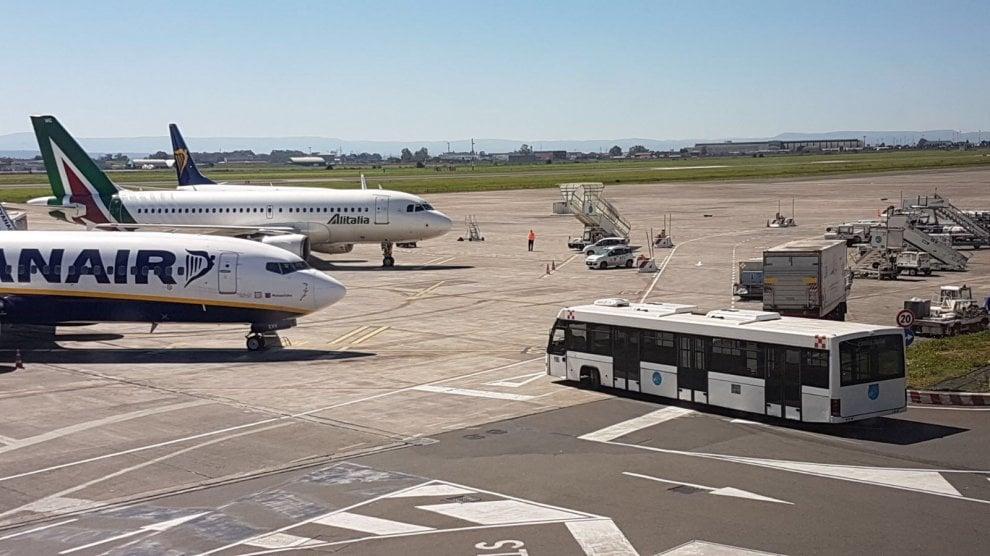 Catania: l'aeroporto alle prese con la cenere dell'Etna