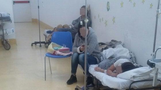 Palermo. Mancano i letti all'ospedale dei bambini. I piccoli pazienti ricoverati in corridoio