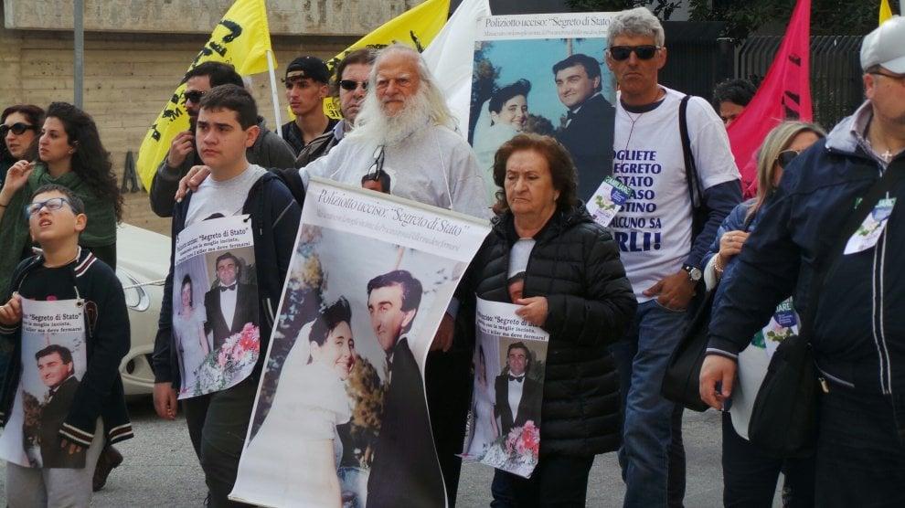"""Giornata contro le mafie: """"Vogliamo più sbirri"""", da Trapani la risposta alle scritte di Locri"""