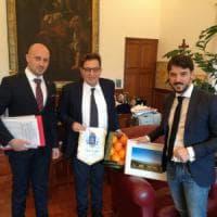 Protesta contro la discarica di Lentini, il sindaco porta 10 mila firme