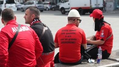 """I tifosi albanesi invadono Palermo foto   Reptv """"Amiamo il vostro Paese"""""""