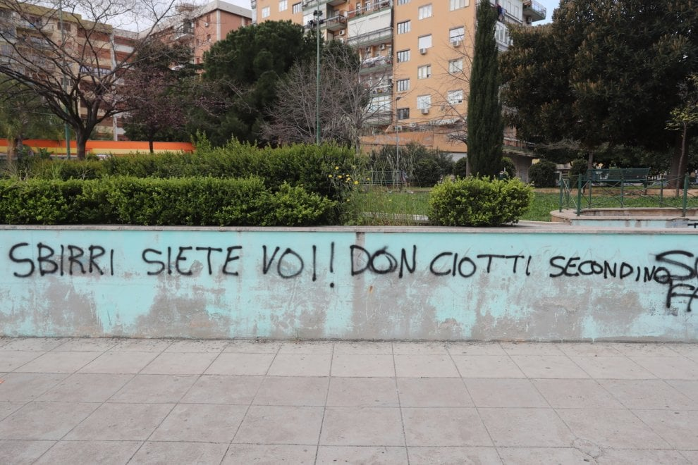Mafia, scritte contro don Ciotti nella villetta intitolata a Di Salvo a Palermo