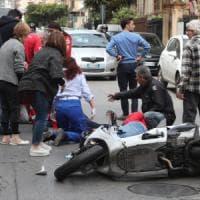Palermo, scontro tra auto e scooter in via Sampolo: due feriti gravi