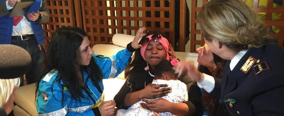 Palermo: dopo quattro mesi il commovente abbraccio tra Oumoh e la mamma