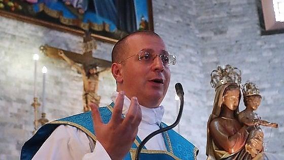 Padre minutella si scaglia contro l 39 arcivescovo for Scantinati in california