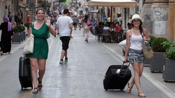 Arrivano gli australiani, boom di turisti per le feste e Palermo batte Siviglia