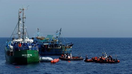 Migranti: 8300 salvati in tre giorni nel Mediterraneo