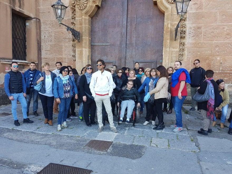 Palermo, 400 studenti disabili senza trasporto e assistenza: protesta di genitori e operatori all'Ars