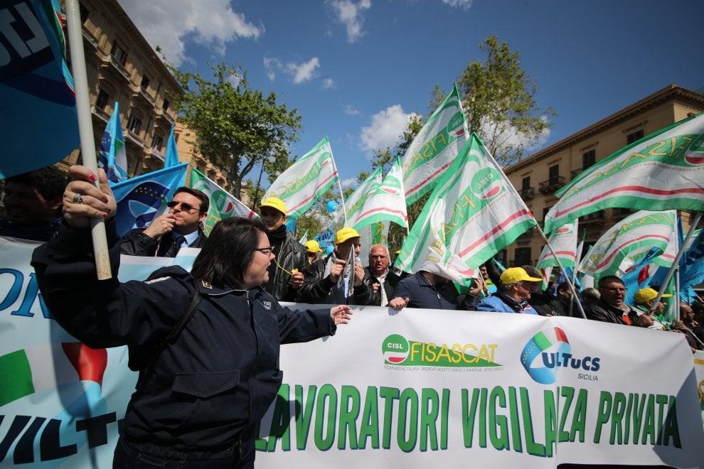 Palermo: guardie giurate in piazza contro le aste al ribasso e i licenziamenti