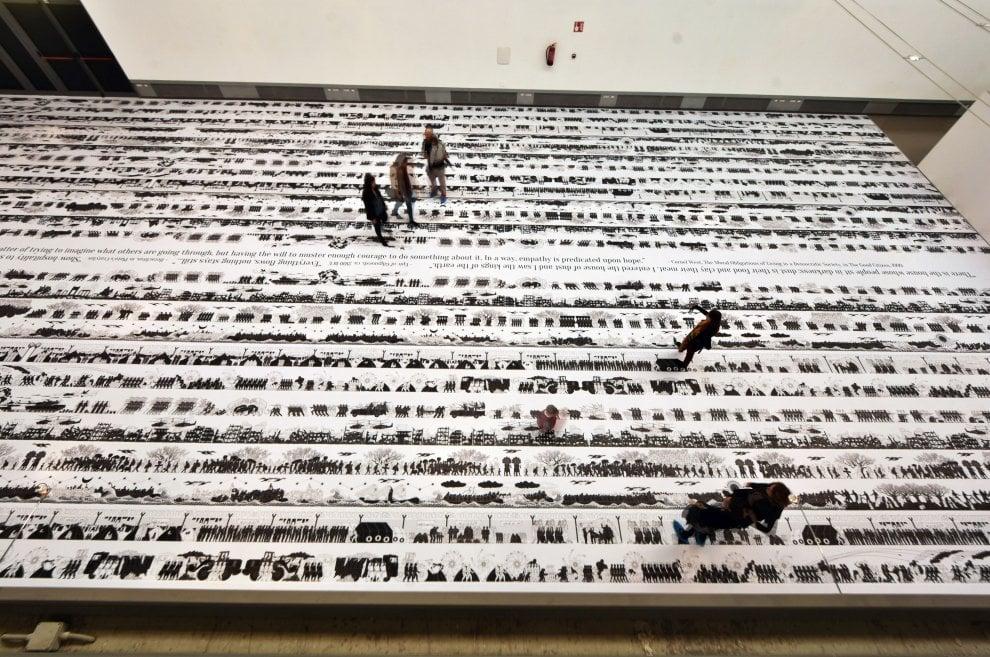 Ai Weiwei ai Cantieri, mille metri di disegno sui migranti