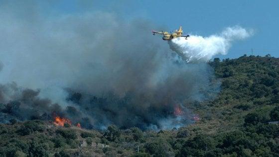 Notte di paura a Pollina, un vasto incendio minaccia le abitazioni