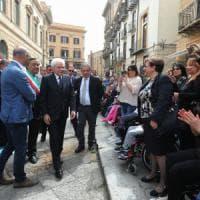 """Mattarella a Palermo per La Torre e Di Salvo, il presidente si ferma con i disabili """"Ci..."""