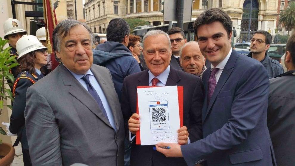 """Il presidente Grasso inaugura """"Le vie della memoria"""": codici Qr per scoprire le storie dei personaggi della città"""