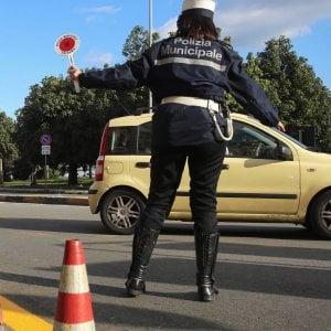 Palermo: due incidenti in tarda serata, scooter contro un palo