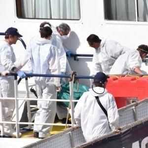 """Migranti, soccorsi in allarme: """"Decine e decine di gommoni in navigazione verso la Sicilia"""""""