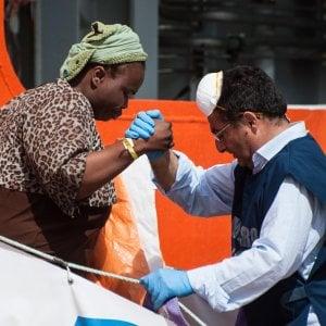 Trapani, indagine su nave di Medici senza frontiere: migranti convinti a non parlare con la polizia