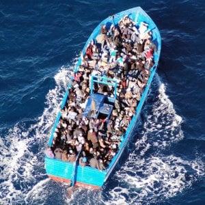 Sbarcano a Trapani 500 migranti, a bordo anche sette cadaveri