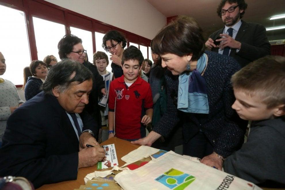Borse di studio a quattro studenti Rom che frequentano le superiori