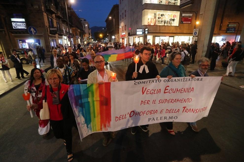 Palermo contro l'omofobia, sfilano anche le comunità religiose