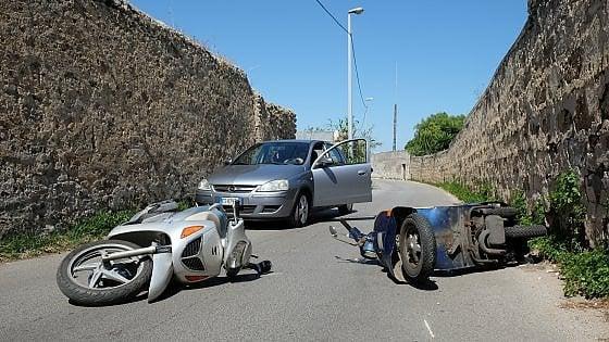 Scontro in via Nave, feriti due motociclisti