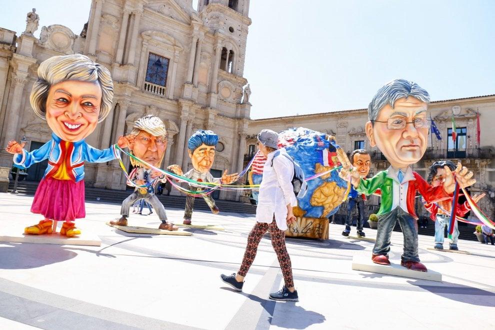 G7 a Taormina: i Sette Grandi in carta pesta degli artisti del Carnevale di Acireale