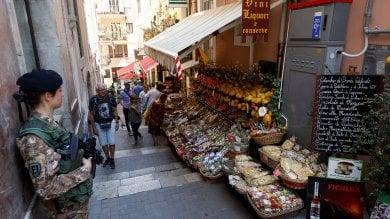 """Via i turisti, Taormina blindata per il G7  Boschi: """"Un altro vertice a novembre"""""""
