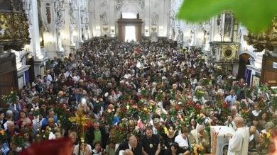 """Il giorno delle rose per Santa Rita  foto  Folla di devoti della """"Santa degli impossibili"""""""