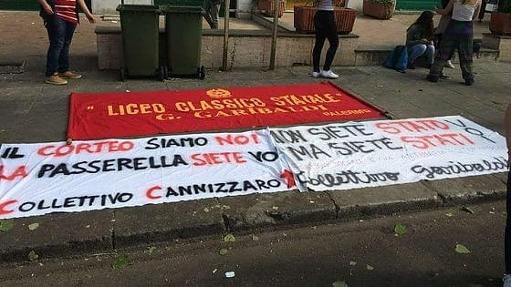 Polemica sotto l'albero Falcone, sequestrati due striscioni agli studenti del Garibaldi e del Cannizzaro
