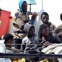 Naufragio nel canale di Sicilia: 31 morti, centinaia di migranti salvati