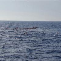 Dramma migranti nel canale di Sicilia: 34 morti, anche bambini. Oim: 156 dispersi in...