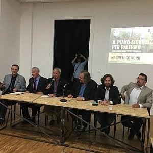 """Palermo, la crociata dei 5 stelle: """"Multe ai clienti delle prostitute in strada"""""""