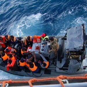 Migranti, la mamma muore nel viaggio. Salva bimba di 15 mesi