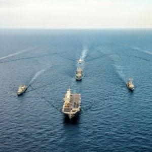 Migranti, nuovo naufragio nel Canale di Sicilia, decine di dispersi. La Marina libica intima alle navi delle Ong di andare via